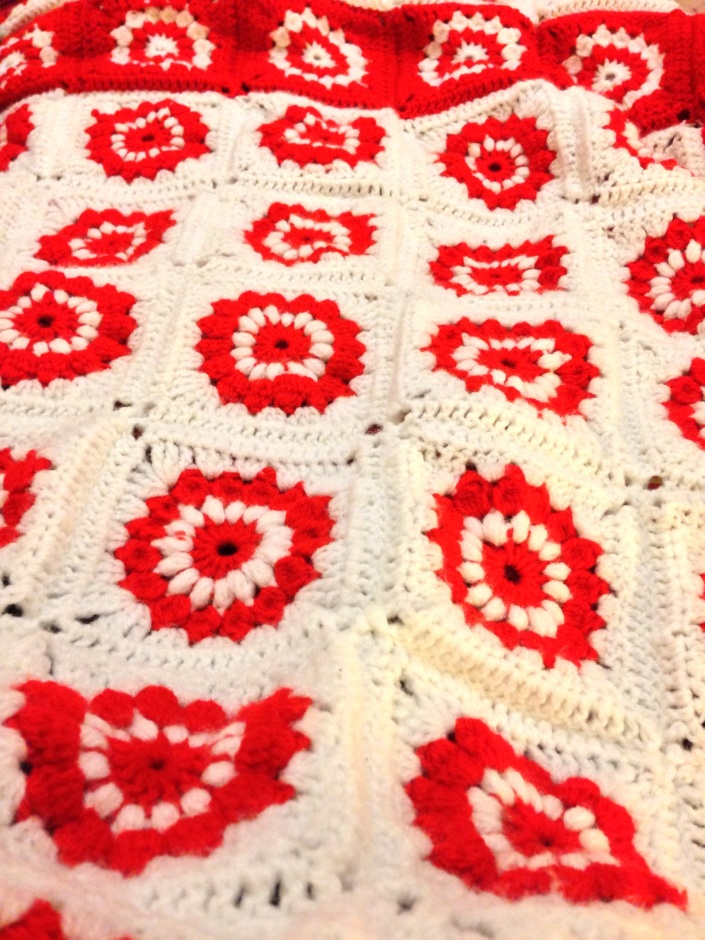 christmas sunburst granny square crochet blanket